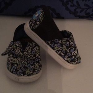 Previously love toms girls shoes